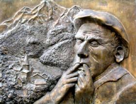 Un siffleur d'Aas sur la plaque commémorative