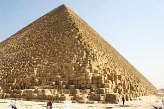 La pyramide de Kheops à Gizeh en Égypte