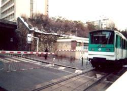 Un passage à niveau en service dans Paris