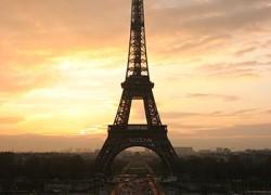 La tour Eiffel bouge !