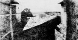 La première photographie date de 1826